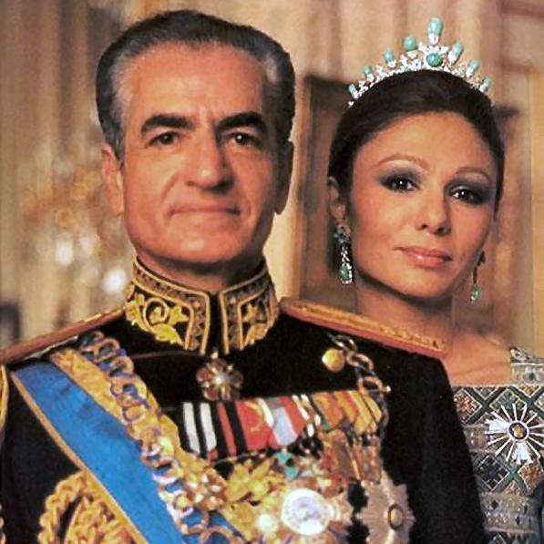 Драгоценные туфельки жены шаха Ирана «вернулись» на родину