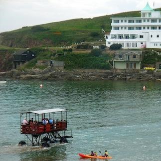 Роскошный ретро-отель «Десяти негритят» и «морской трактор»