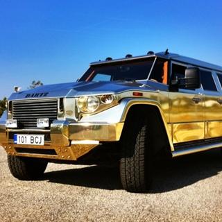 «Диктаторский» золотой броневик