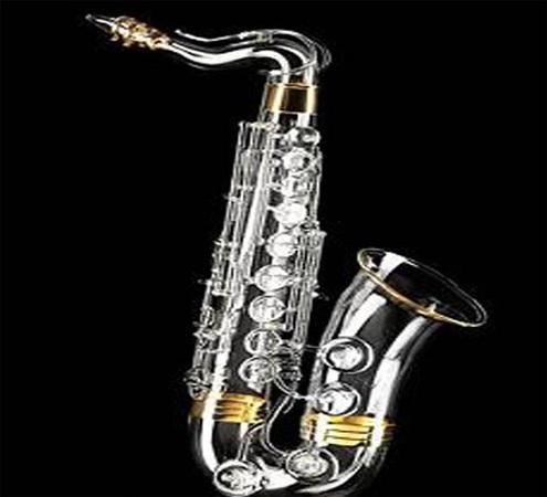 На аукцион выставлен бриллиантовый саксофон
