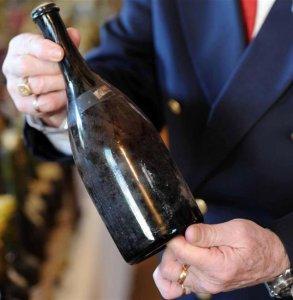 Бутылка вина «Vin Jaune» 237-летней выдержки уйдёт с молотка