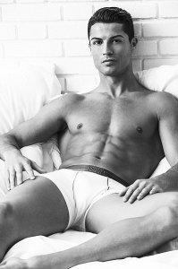 Криштиану Роналду рекламирует собственную линейку нижнего белья