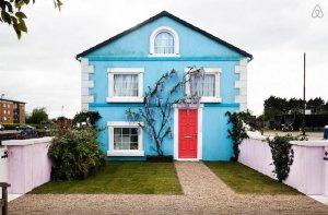 Пиар-акция от ресурса Airbnb: прогулки по Темзе на плавучем доме