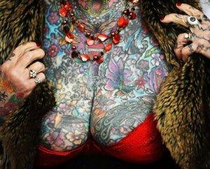 Скончалась рекордсменка Книги Гиннеса по количеству татуировок на теле