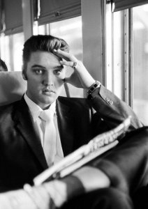 Ушёл с молотка автобус Элвиса Пресли за $268.000