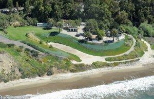 Личный пляж Анджелины и Брэда исчезает под слоем нефти
