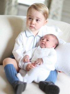 Кейт Миддлтон разместила в сети первые фото дочери
