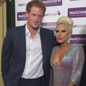 Принца Гарри поразило чересчур открытое декольте Леди Гага