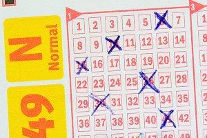 Купив на сдачу в минимаркете «лотерейку», разбогател на $136 миллионов