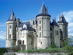 Выставлена на продажу французская крепость XII века