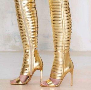 Смелая обувь от Jeffrey Campbell