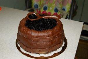 Для любителей роскоши испекли пирожные с черной икрой