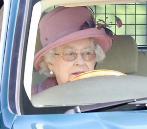Королева нарушает правила дорожного движения