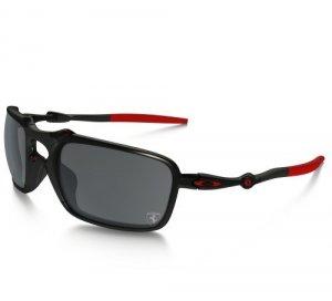 В солнечных очках из карбона Scuderia Ferrari отражается скорость