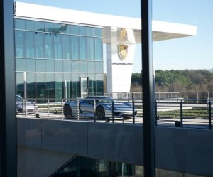 В США знаменитый бренд Porsche открыл свой ресторан