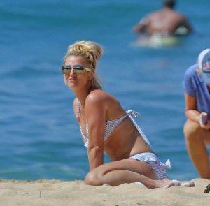 Бритни Спирс: «пляжный» шпагат на гавайском песке