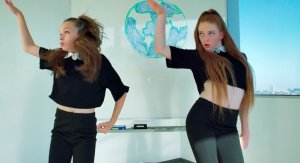 Две школьницы покорили мир своим танцем под известный хит Бьонсе (видео)