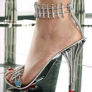 Бейонсе купила туфли за $300.000, чтобы появиться в них в новом клипе