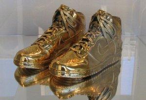 Топ-10: эксклюзивные вещи из золота