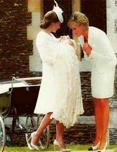 Снимок принцессы Дианы и Шарлотты стал сенсацией и предметом споров