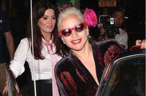 Упала Гага, упала на пол… (видео)