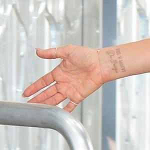 Погружаясь в серьёзную жизнь, Виктория Бэкхем избавляется от «легкомысленных» татуировок