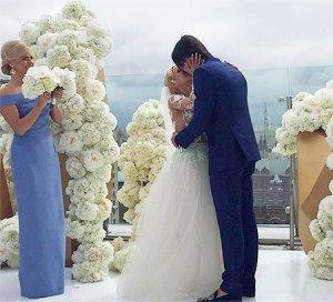 На бракосочетании Волосожар и Транькова, свадебный букет достался Аделине Сотниковой
