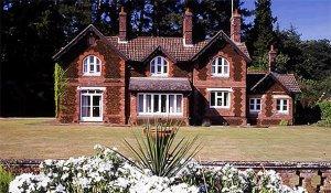 Предприимчивость королевы Елизаветы не знает границ: на территории королевского дворца сдаются в аренду дома