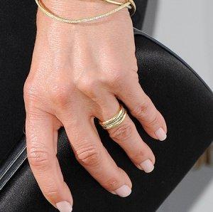 Дженнифер Энистон впервые показала обручальное кольцо