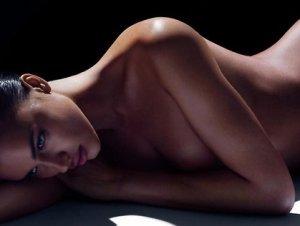 Ирина Шейк полностью оголилась для «глянца»