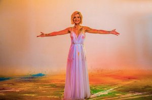 Полина Гагарина спела конкурсную песню «A Million Voices» в русскоязычном варианте