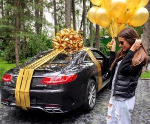 Кети Топурия на свой скромный день рождения получила нескромно-дорогой подарок