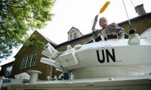 Вивьен Вествуд выразила протест «танковым» визитом к дому британского премьера (видео)