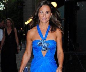 Пиппа Миддлтон в шикарном синем платье смотрелась на благотворительном балу безупречно