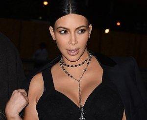 Беременная Ким Кардашьян появилась на публике в вызывающем наряде