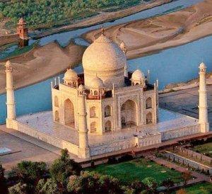 Мини-дворец  Тадж-Махала, построенный индийским пенсионером