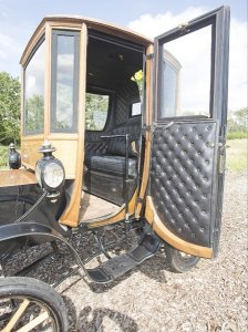 «Карету» на электрической тяге купили за $95.000