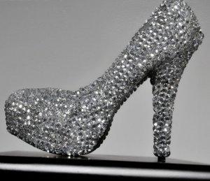 Топ-10:  самые роскошные туфли украшенные драгоценными камнями