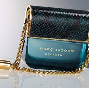 Флакон парфюма в форме сумочки от Marc Jacobs