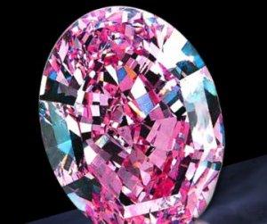Брошь «Шпинель Хоупа» с уникальным камнем ушла с молотка почти за $1,5 миллиона