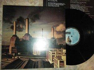 Лондонская электростанция, запечатлённая на пластике группы Pink Floyd, выставлена на продажу
