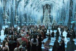 За $350 поклонники Гарри Поттера могут провести рождественский ужин в школе магии
