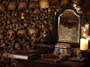 Отметить Хэллоуин можно в парижских катакомбах