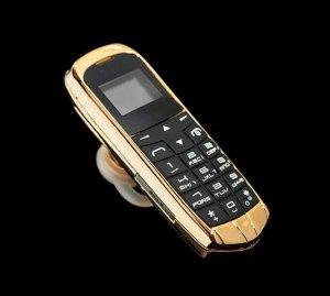 Миниатюрный золотой телефон-рекордсмен, созданный брендом Goldgenie (видео)