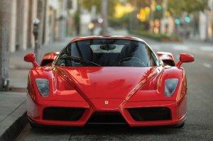 Суперкар Ferrari Enzo, принадлежавший боксёру Флойду Мейвезеру, выставят на торги