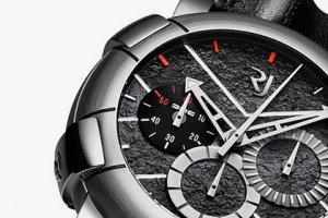 Часы, созданные из корпуса «машины времени» фильма «Назад в будущее»