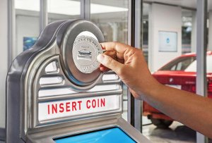 Американский торговый автомат в пять этажей, который продает… автомобили (видео)