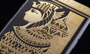 Компания Caviar создала два смартфона iPhone 6s в честь Мэрилин Монро и Клеопатры