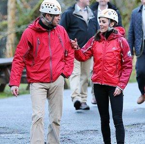 Кейт Миддлтон и принц Уильям на веревочной полосе препятствий