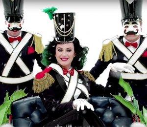 Кэти Перри в рекламе рождественских подарков от бренда H&M (видео)
